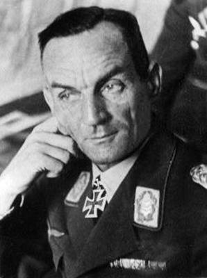 Командир 4-й авиационной дивизии Курт Пфлюгбейль