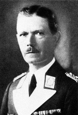 Начальник 4-го авиационного округа генерал Ганс Хальм