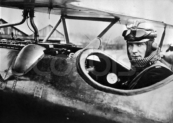 Летчик-ас Герман Геринг на фронте