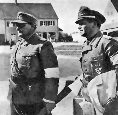 Сдача рейхсмаршала Г. Геринга в плен в Аугсбурге 7.5.1945. Рядом с ним его адъютант полковник Бено фон Браухич