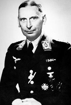 Командир 1-й зенитной дивизии Курт фон Людвиг