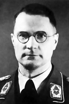 Командир 7-й зенитной дивизии генерал-майор Альфред Эрхард