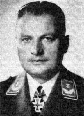 Кавалер Рыцарского креста, командир 3-й батареи 23-го зенитного полка Йоханнес Динхольд