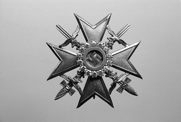 Испанский крест с мечами в золоте с бриллиантами