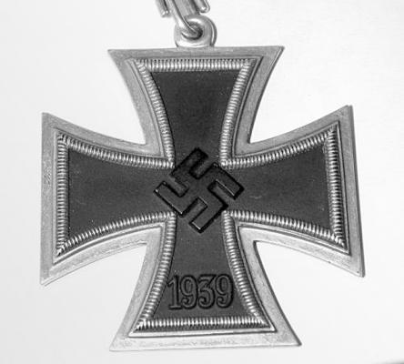 Рыцарский крест, принадлежавший летчику бомбардироочной авиации Паулю Штробелю