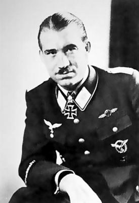 Первым кавалером Рыцарского креста с дубовыми листьями и мечами в Германии стал Адольф Галланд