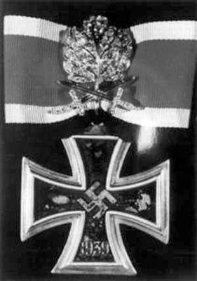 Рыцарский крест с золотыми дубовыми листьями, мечами и бриллиантами