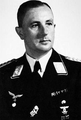 Высший командующий зенитными училищами Вернер Преллберг