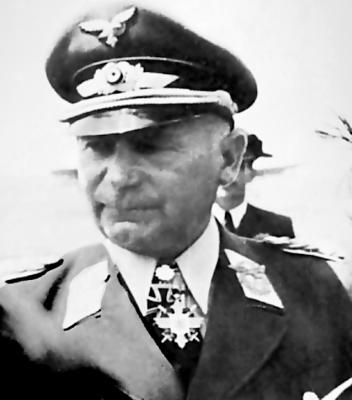 Командующий 4-м воздушным флотом генерал-полковник Отто Десслох