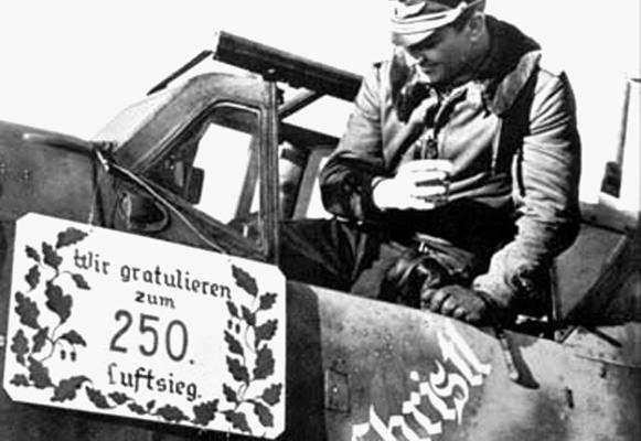 Командир 2-й группы 52-й истребительной эскадры Герхард Баркхорн после своей 250-й победы.