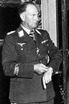 Командир 334-й истребительной эскадры Бруно Лёрцер