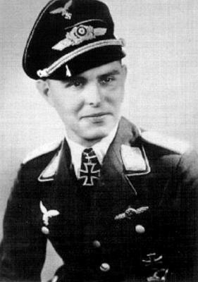 Командир 1-й группы 4-й бомбардировочной эскадры Клаус Нёске
