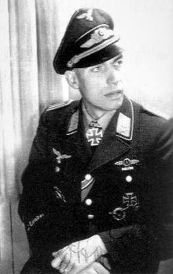 Кавалер Рыцарского креста, командир 5-й эскадрильи 53-й бомбардировочной эскадры Отто Энгель