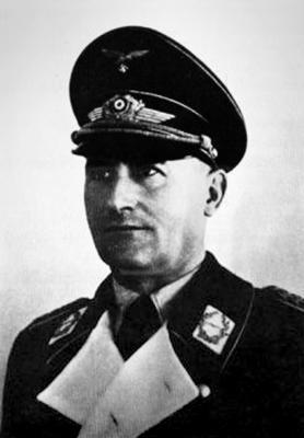 Первый командир 77-й бомбардировочной эскадры Генрих Зейвальд