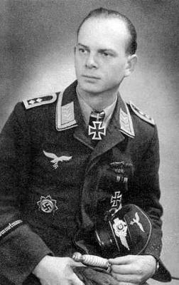 Кавалер Рыцарского креста, командир 7-й эскадрильи 2-й эскадры поддержки сухопутных войск Гейнц Эдхофер