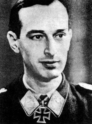 Командир 1-й группы 77-й эскадры поддержки сухопутных войск Вернер Рёлль