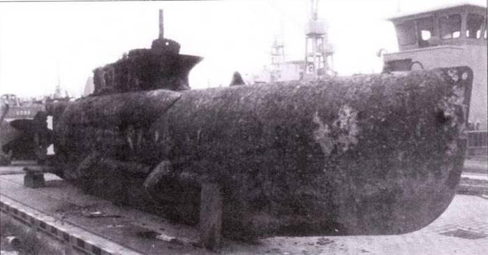 Поднятия со дна сверхмалая подводная лодка типа XXII В5 Seehund.