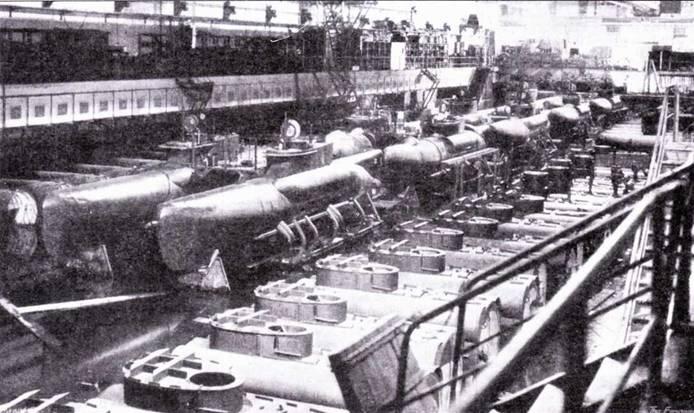 Сборка сверхмалых подводных лодок тип XXVII В5 Seelund в бетонном бункере завода Дойче Веерке в Киле.