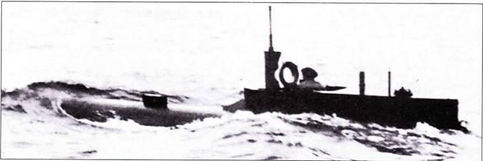 Подводная лодка типа Seehund в надводном положении.