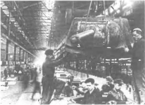 Монтаж башни танка на заводе им. С.М. Кирова