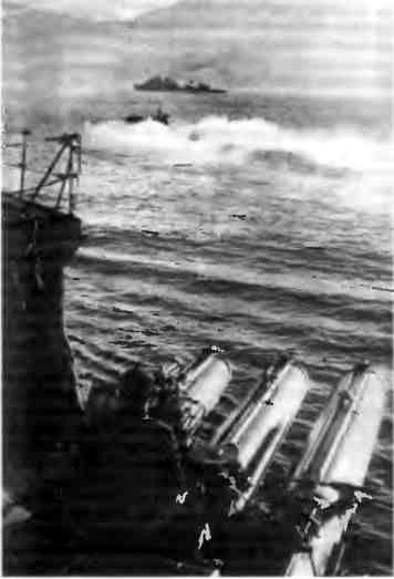 Крейсер «Красный Кавказ», торпедный катер и эсминец в совместном боевом походе