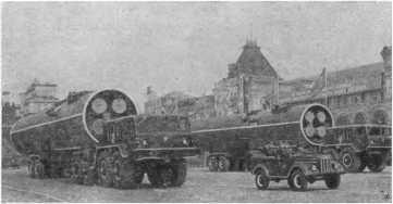 Новые советские ракеты, участвовавшие в военном параде на Красной площади в Москве.
