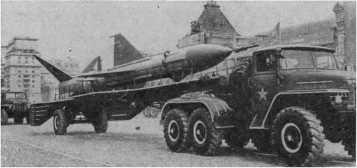 Cоветские дальние беспилотные перехватчики, впервые показанные на военном параде на Красной площади 7 ноября 1963г.