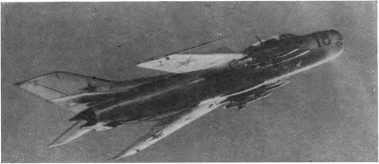 Грозен современный советский самолет-перехватчик, вооруженный ракетами.