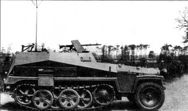 Машина наблюдения и управления огнем Sd.Kfz.250/4 Alt с антенной типа «метелка»