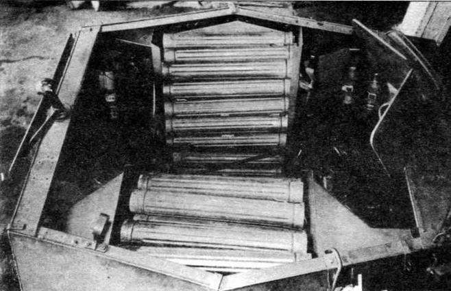 Подвозчик боеприпасов Sd.Kfz.250/6 Ausf.B. В боевом отделении в специальных пеналах было уложено 60 75-мм выстрелов