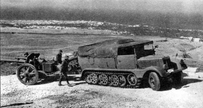 Полугусеничный тягач Sd.Kfz.11 со 105-мм полевой гаубицей le FH18. Северная Африка, 1941 год