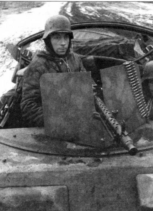 Установка пулемета MG 34 за щитом на бронетранспортере Sd.Kfz.251 Ausf.B. Восточный фронт, 1943 год