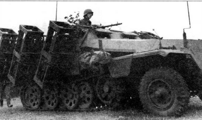 Бронетранспортер Sd.Kfz.251 Ausf.C, оборудованный деревянными контейнерами для запуска 320-мм зажигательных реактивных снарядов. 24-я танковая дивизия, Восточный фронт, 1941 год