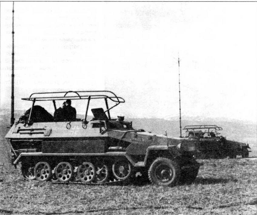Командноштабная машина связи Sd.Kfz.251/3 IV, оборудованная радиостанциями Fu 11 и Fu 12, имевшими телескопическую мачтовую и рамочную антенны соответственно