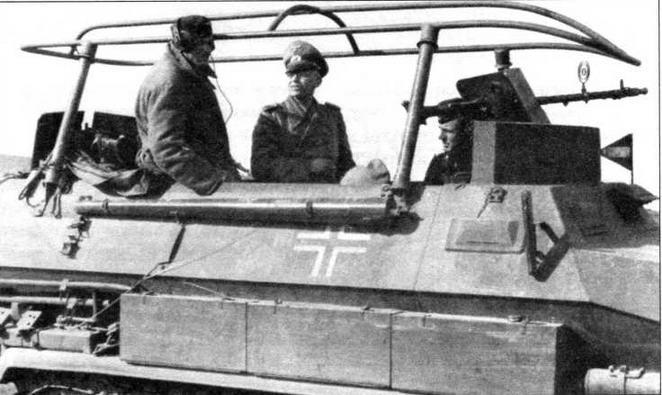 и командующим группой армий «Центр» фельдмаршалом Фон Боком. Первый снимок сделан во Франции в 1940 году, второй—на Восточном фронте летом 1941 года