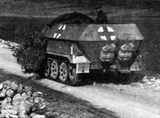 Санитарный бронетранспортер Sd.Kfz.251/8
