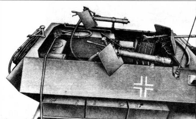 На бортах боевого отделения огнеметного бронетранспортера Sd.Kfz.251/16 были установлены два брандспойта для огнеметания