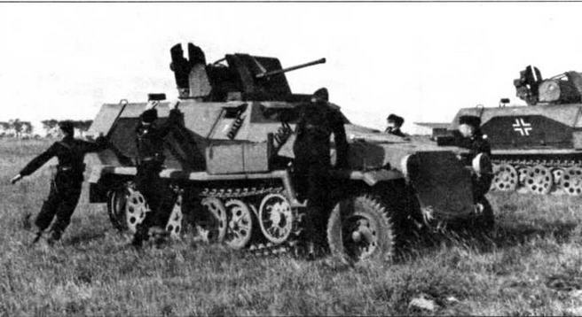 Расчет занимает места в 20-мм самоходной зенитной установке Sd.Kfz.251/17