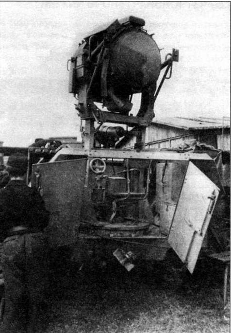 Вид на боевое отделение бронетранспортера Sd.Kfz.251/20. Инфракрасный прожектор установлен в боевое положение