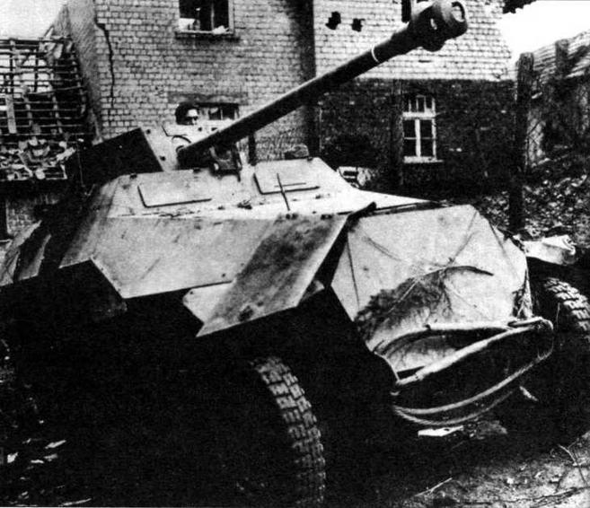 Бронетранспортер Sd.Kfz.251/22 представлял собой легкую самоходную противотанковую установку