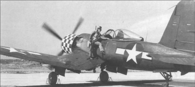 XF2G-1 (14692) был переделан из планера FG-1A. Этот «Корсар» был оснащен увеличенным на 0,3 м рулем направления для улучшения управляемости. Пилот на снимке – летчик-испытатель Гудьир Дон Армстронг. Капот самолета раскрашен в сине-белую шашечку.