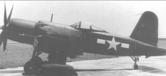 XF2G-1 (BuNo 14692) на стоянке в Патуксент Ривер, Мэриленд, в период летных испытаний. Эта модификация «Корсара» развивала максимальную скорость 724 км/час и была вооружена шестью 12,7-мм пулеметами. Каплеобразный фонарь XF2G-1 обеспечивал пилоту прекрасный обзор.