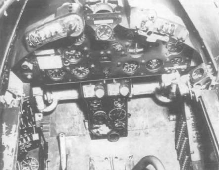 На фотографии кабины XF2G-1 видны новые панель приборов и боковые панели. В кабине F2G был установлен пол и в дальнейшем такое решение использовали на всех последующих модификациях «Корсаров», от F4U-4 до F4U-7.