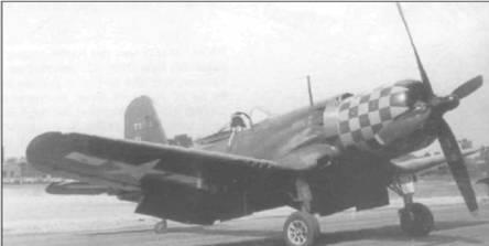 Этот F2G-2 (88459), сфотографированный в 1946 году на стоянке в Аннаполисе, Мэриленд, был первым из пяти серийных истребителей построенных Гудьир. Самолет был оборудован складывающимся с помощью гидравлики крылом и тормозным крюком для эксплуатации на авианосцах. Капот машины раскрашен в синежелтую шашечку.