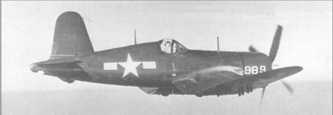 F4U-4 (BuNo 80989) из AES-12 летит высоко над Вирджинией, неподалеку от аэродрома КМП Куантико. F4U-4 был оснащен мотором Пратт Уитни R-2800-18W и развивал максимальную скорость 667 км/час.