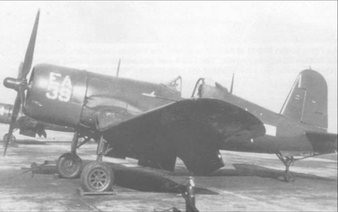 F4U-4 из AES-12 несет обозначения нетипичного вида – бортовой номер 39 и код «ЕА» на капоте, начало 1947 года. Такой способ нанесения обозначений был характерен для самолетов базировавшихся на авиабазе КМП Куантико, Вирджиния.