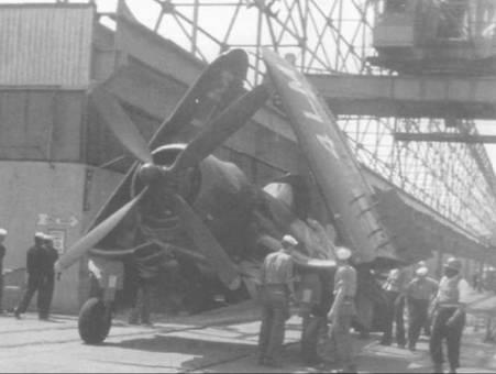 F4U-4 из штабной эскадрильи (HEDRON)- 11 несли код «LM». «Корсар» на снимке, сделанном весной 1949 года стоит в ожидании погрузки на борт авианосца на военно-морской базе Норфолк.