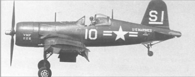 F4U-4 (BuNo 96802) из VMF-225 заходит на посадку в Филадельфии, Пенсильвания, 31 мая 1947 года. Необычное расположение надписей «U.S. Marines» и «VMF-225» было характерным для самолетов этой эскадрильи. Втулка пропеллера белого цвета с красной спиралью.