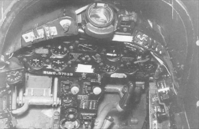 Кабина «Корсара» F4U-4B (BuNo 97523), который совершил аварийную посадку на авиабазе Уэймут, 22 июля 1954 года.