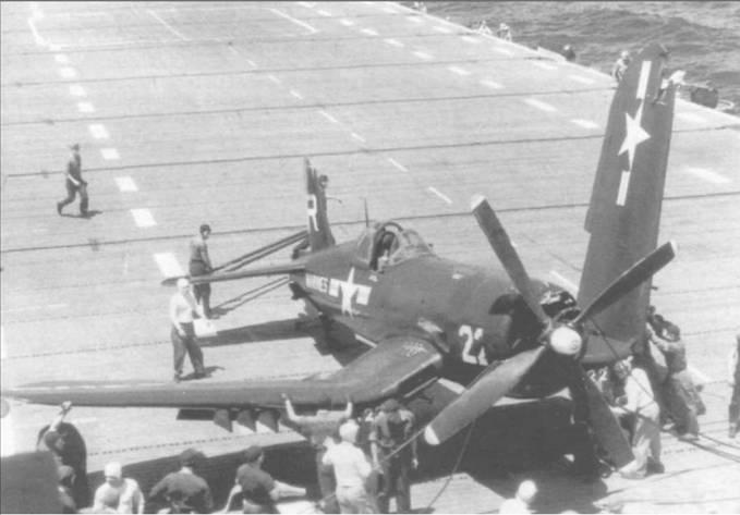 F4U-4 (BuNo 81712) из VMA-332 получил незначительные повреждения, врезавшись в аварийный барьер на авианосце «Салерно Бэй», 17 апреля 1953. Самолет несет код эскадрильи «MR» на вертикальном оперении, но характерную для самолетов этой части красно-белую шашечку на капоте еще не успели нанести.